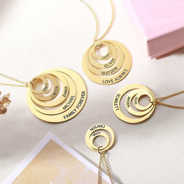 Engraved Family Stacked Circle Necklace in Gold